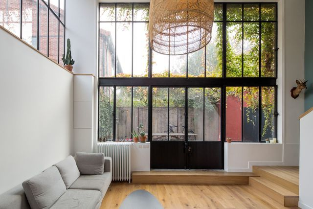 Le salon bénéficie d'une surface très agréable à vivre