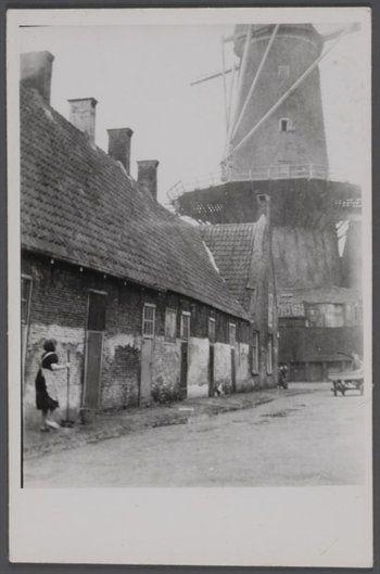 Hofje van Buytenwech, Raam, toen.