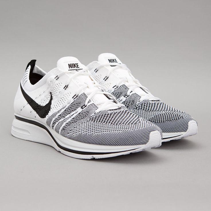 Nike Flyknit Trainer+ (White / Black)