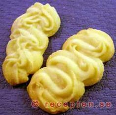 Strassburgare - Kakor som du spritsar smeten krusig med en sprits. Smör, margarin, potatismjöl är vad du behöver.
