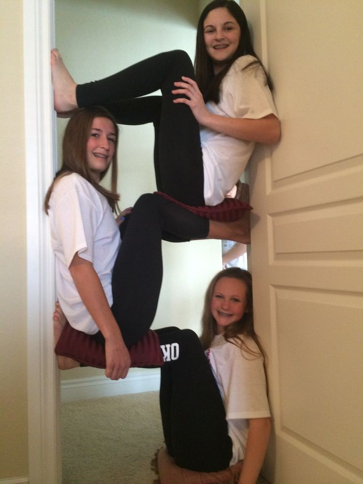 Cute picture idea to do with friends omg I wanna try this! I'll be at the bottom then I'll pull my legs back and watch everyone fall, mwhahahaha