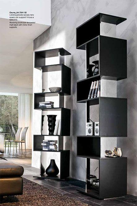 Osuna by TONIN CASA. Libreria girevole realizzata in MDF laccato o rivestito legno e con inserti a specchio. Ideale per contenere sia libri che oggetti e rendere ogni casa unica ed inimitabile.