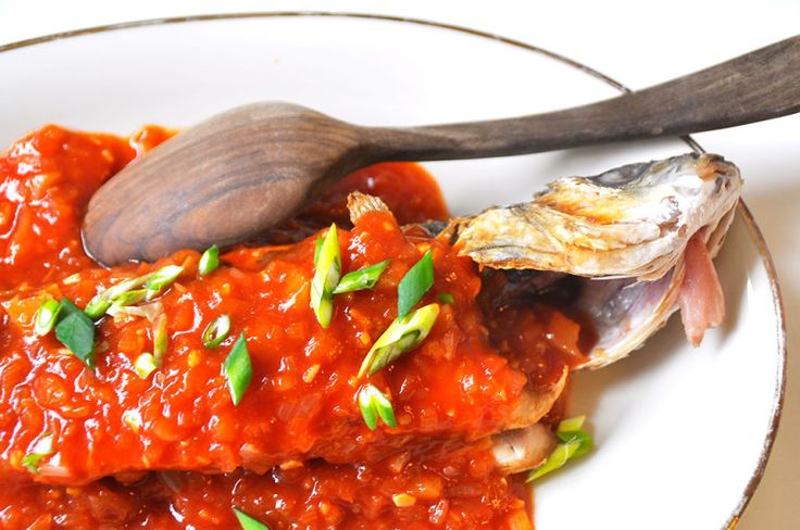This recipe is easy and tasty. A crispy sea bass topped with a sweet and sour ginger sauce. The fish is fried crispy with some flour. I can do this.  Let's put it all together.