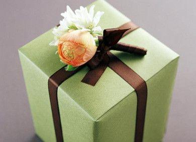 Подарок маме и папе на день рождения. Подарки папе и маме от подарка их аиста