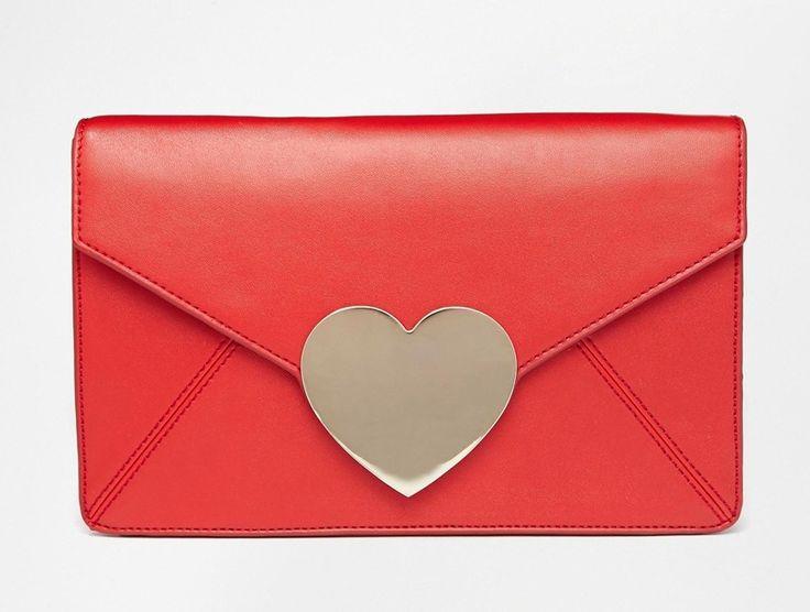 Bolso para las más románticas que nos encanta de Asos. ¿Qué te parece? #bolso #Asos #corazón #rojo #pequeño #amor