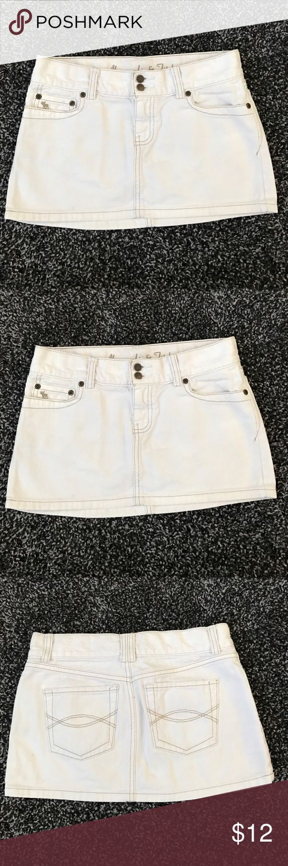 "Abercrombie & fitch white denim skirt 00 Abercrombie & fitch white denim skirt 00  length 11"" long Abercrombie & Fitch Skirts Mini"