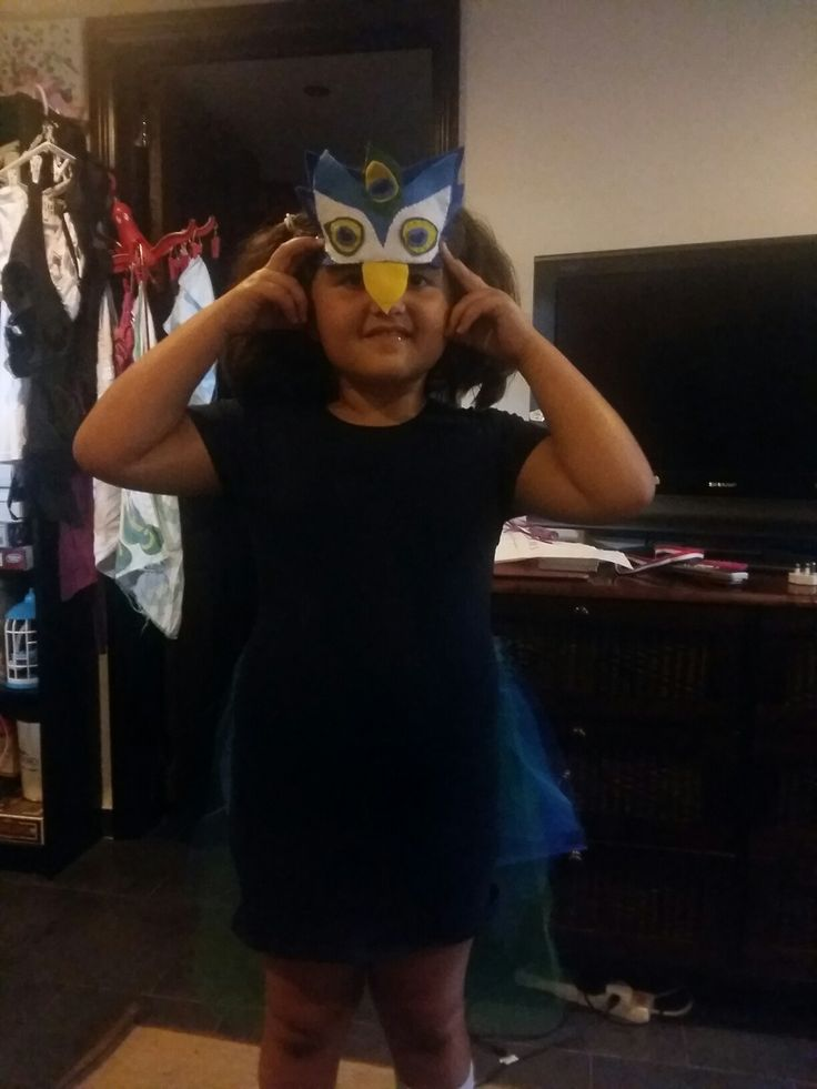 Inês 's peacock 's mask