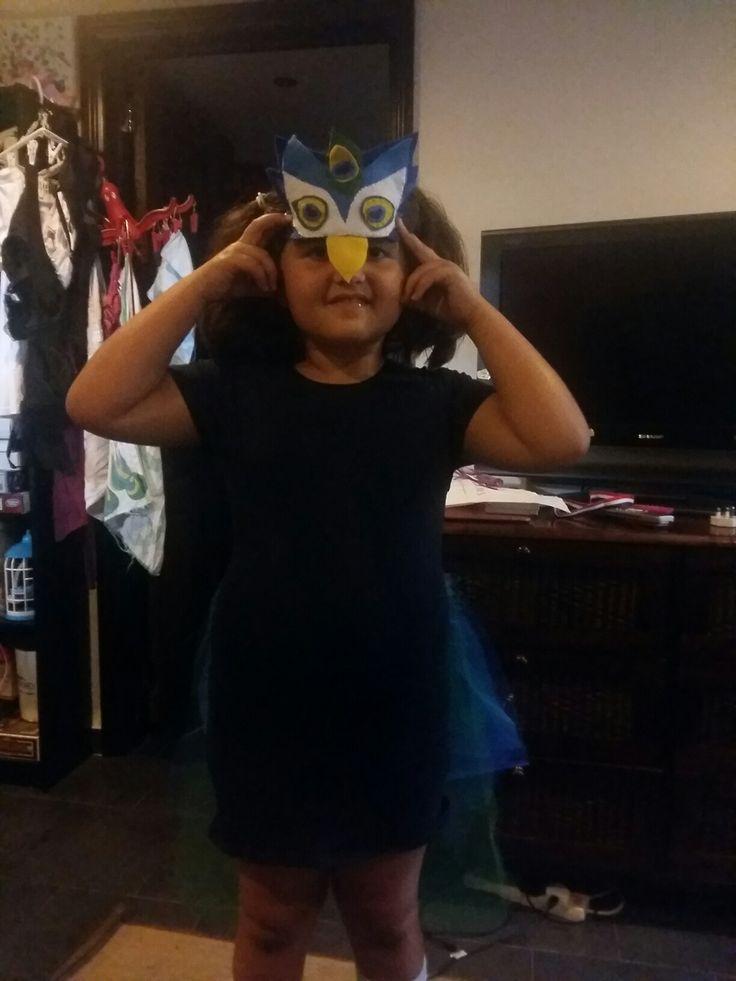 Inês 's peacock 's mask