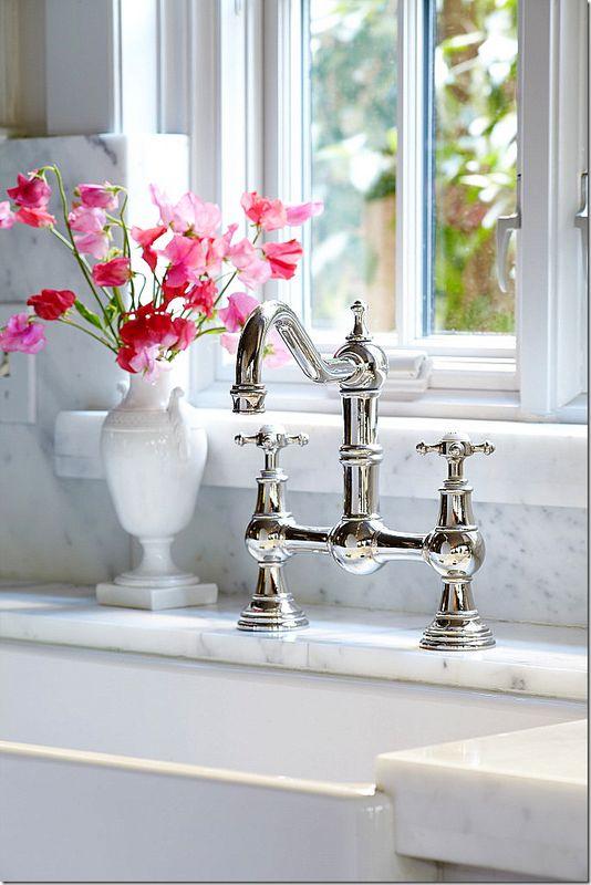Beautiful Farmhouse Sink And Bridge Faucet / Marble Countertop