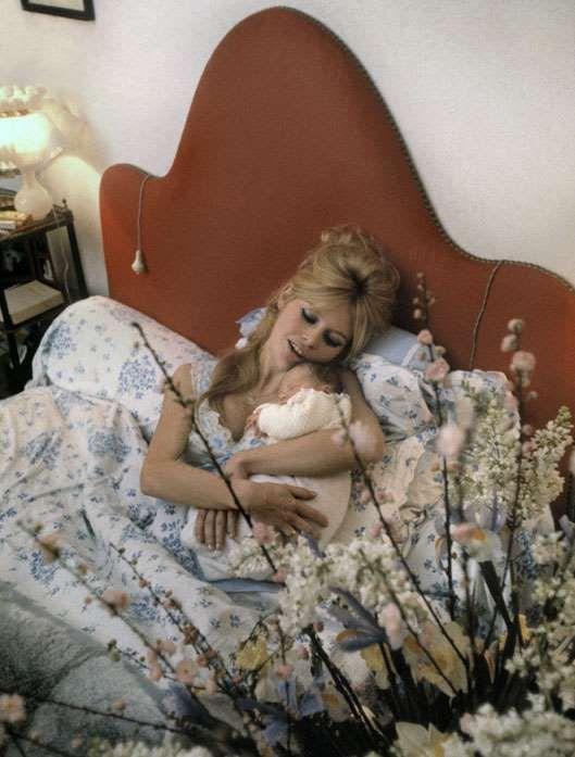 les 77 meilleures images propos de brigitte bardot sur pinterest fils jimi hendrix et sean. Black Bedroom Furniture Sets. Home Design Ideas