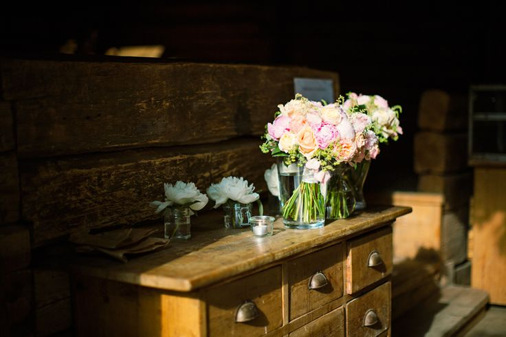 Flowers and vintage furniture, can't ask for more!