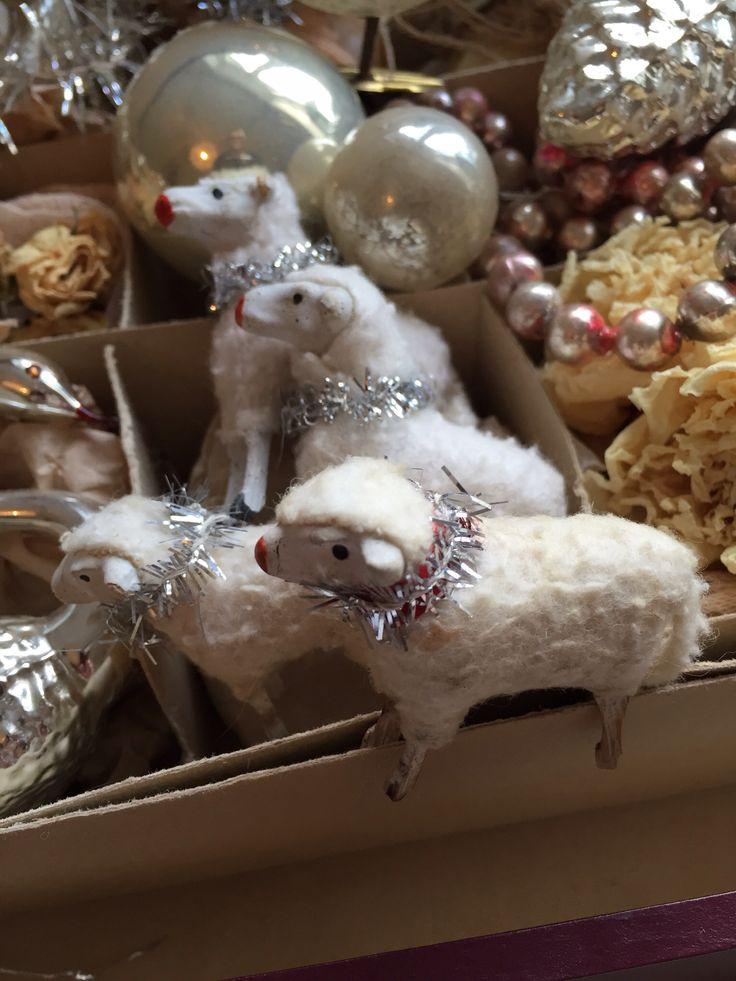 Lovely antique Putz sheep from my collection. jennysvitavillervalla.blogspot.setfc