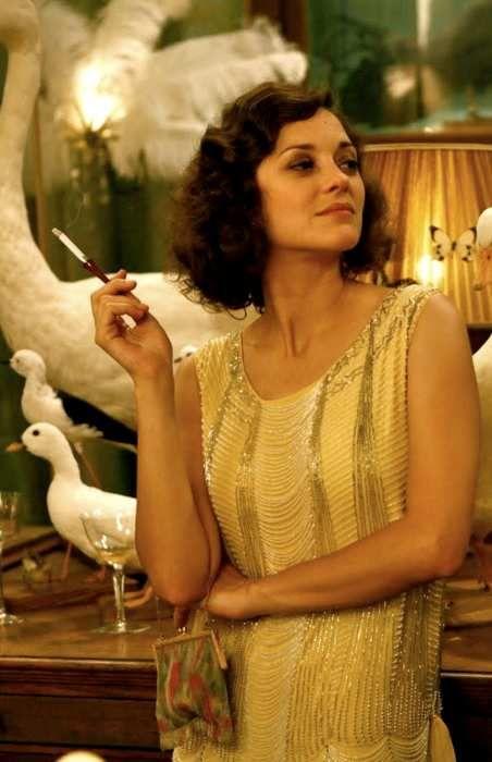 Marion Cotillard dans une robe cocktail années 20 pour le film Midnight in Paris.