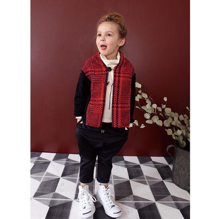 . 2015 AUTUMN WINTER 【swap meet market】 . Cardigan 2257208 Color:Red Size:100~140cm ¥8,400 . T-shirt 2257401 Color:Off White Size:90~140cm ¥4,900 . Pants  2257501 Color:Navy Size:90~140cm ¥7,900 .
