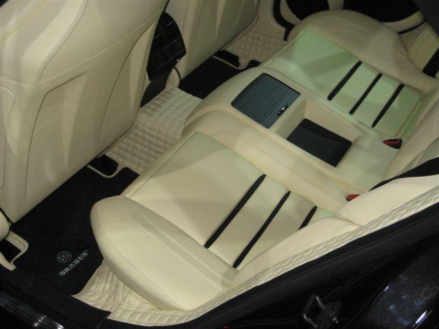 White leather car interior: LIV.ON progetta e realizza una linea completa di prodotti professionali per la cura e la protezione dei sedili e degli interni in pelle dell'auto. www.liv-on.it