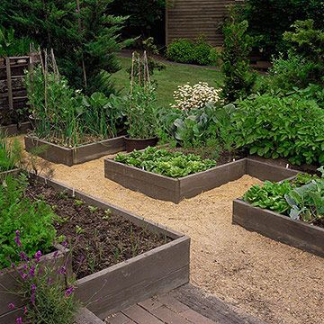 Design Tip: Come Up with a Pattern  Raised beds are often set up as squares or rectangles that run parallel to one another. But you can add some fun to your landscape by selecting different geometric shapes or patterns. For example, mimic the lines of an architectural feature on your home.