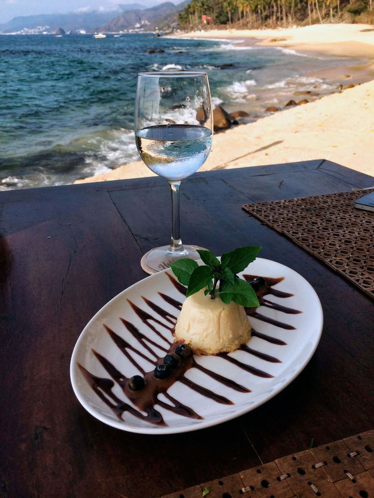 Dessert in front of the beach at Hotelito Mio | Feat. on Alexjumper.com