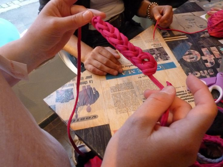 August 2012 - Our first Craft Party.  Knitting T-shirt Yarn photo : ©MonJardinDIdees