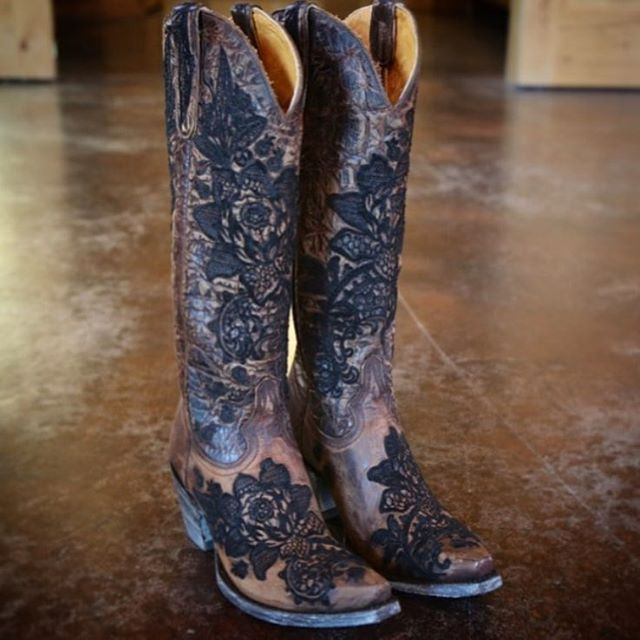 Can't wait to see all the amazing #stagecoach pictures! Are you going? Tag us! These are the NICOLETTE (L2310-2) now available at @rivertrailboots #oldgringoboots