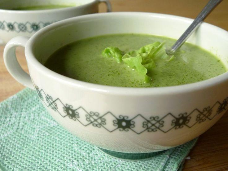 Te veel sla in de moestuin of sla in de aanbieding? Maak er eens soep van, dat is een lekkere variatie. | http://degezondekok.nl
