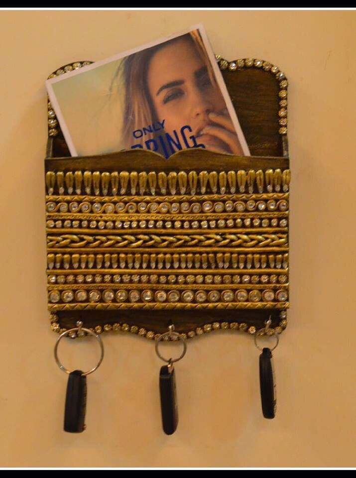 Letter / bill organizer with key holder.  Keep your things in place