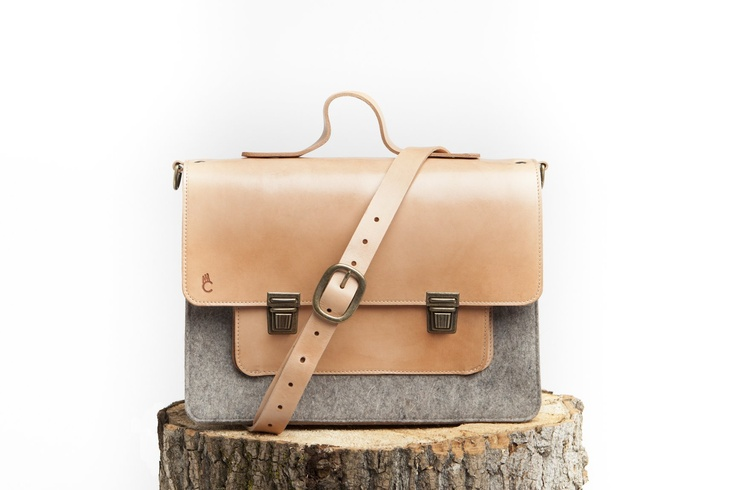 LOVE this perfect winter satchel by Montreal-based designer C comme CA!    More info: http://www.oneofakindshow.com/toronto/artisans.php?m=2=472525=1