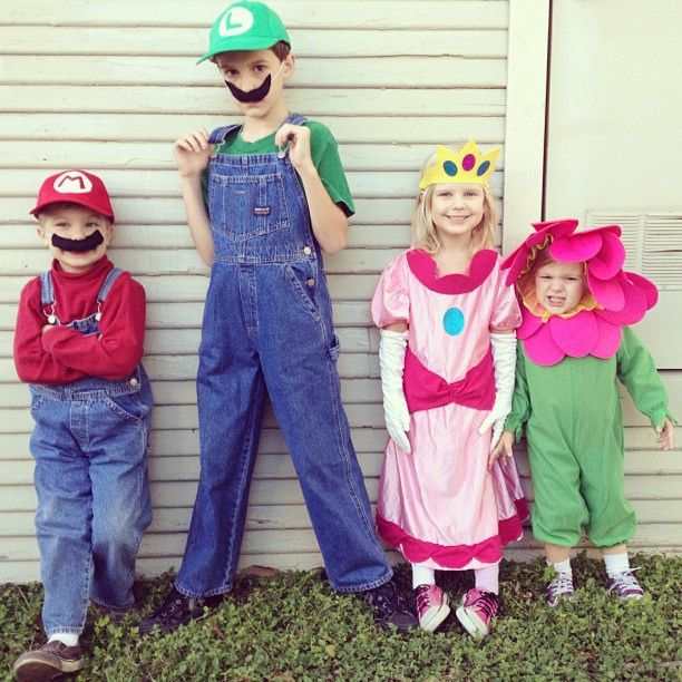 These are adorable! Great family costume theme!: Mermaids Costumes Diy Kids, Halloween Costumes, Amelia Flowers, Luigi Costumes, Costumes Parties, Awesome Costumes, Latergram Supermario, Character Costumes, Halloween Childhood