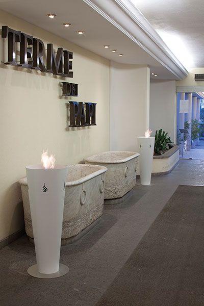 GOBLET Vaso conico in metallo verniciato, realizzato nei colori della gamma ALTRO FUOCO.Utilizzabili sia in casa che in ambienti contract (hotel, residence, ristoranti).