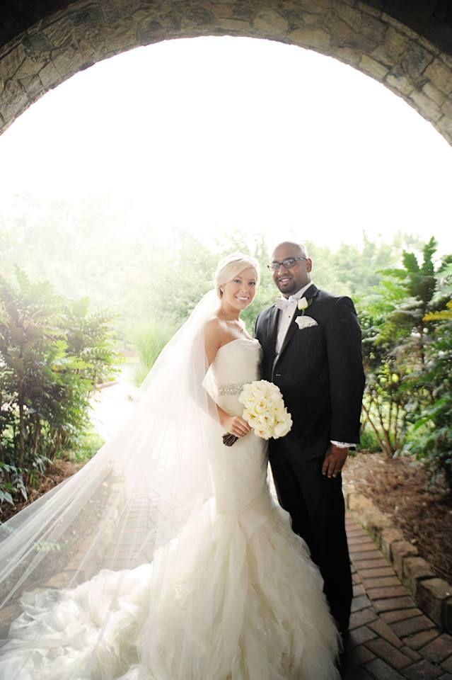 29 best Used wedding dresses images on Pinterest | Wedding frocks ...