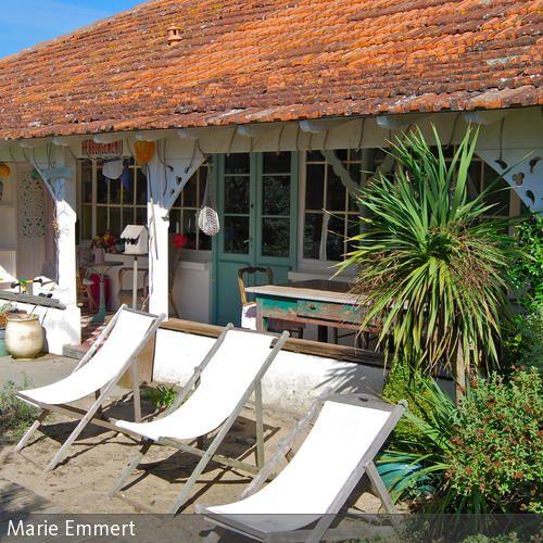 Im kleinen Bade- und Surfort Montalivet im Médoc an der französischen Atlantikküste hat die Britin Jane Butler mit viel Liebe zum Detail ein Feriendomizil  …