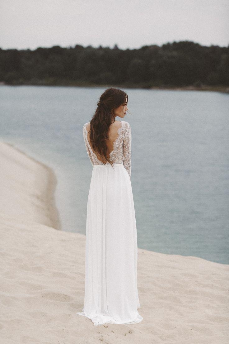 Brautkleid mit langen Spitzenärmeln und tiefem Rückenausschnitt Light & Lace bohemian wedding dress