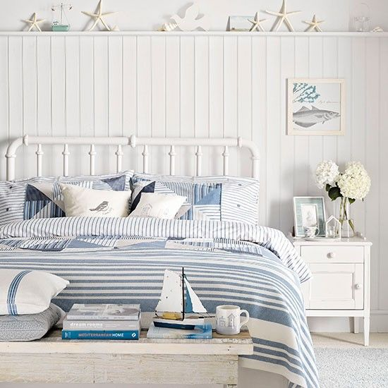 Coastal bedroom. Blue and white.