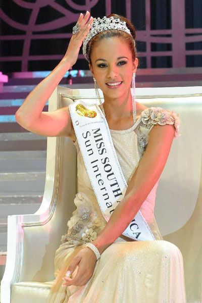 Marilyn Ramos from Pritoria has been crowned Miss South Africa 2012 by Remona Moodley (The First Runner-up Miss South Africa 2011)