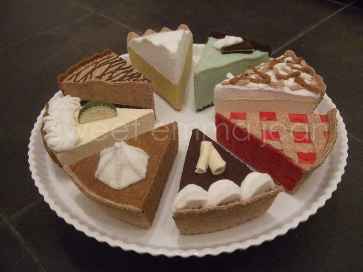 Felt Food Pattern PDF - Yummy Pie Assortment - DIY Felt Play Food. $6.99, via Etsy. Mmmm, pie!