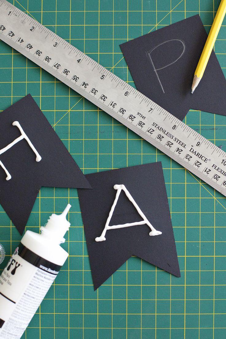 Paper Halloween garland— click through for more fall garland ideas!