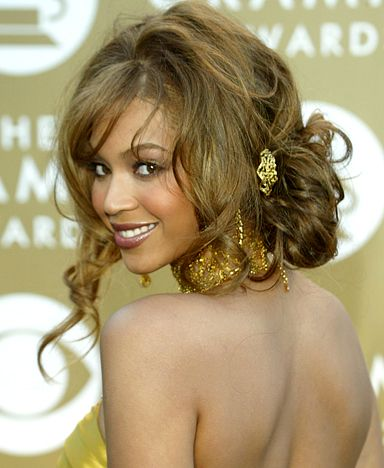 Beyoncé's Hair Evolution: February 8, 2004 The singer wore her caramel curls in a loose chignon at the 46th Annual Grammy Awards in L.A.
