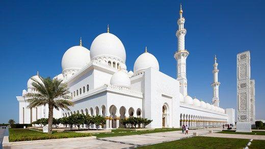 Den berømte Sheikh Zayed moskeen i Abu Dhabi http://travels.kilroy.no/destinasjoner/midtosten/forente-arabiske-emirater/abu-dhabi