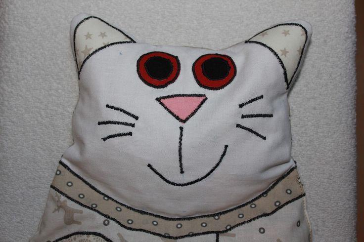 Wärmekissen - Kirschkernsäckchen Katze weiß - ein Designerstück von bastelmaus19 bei DaWanda
