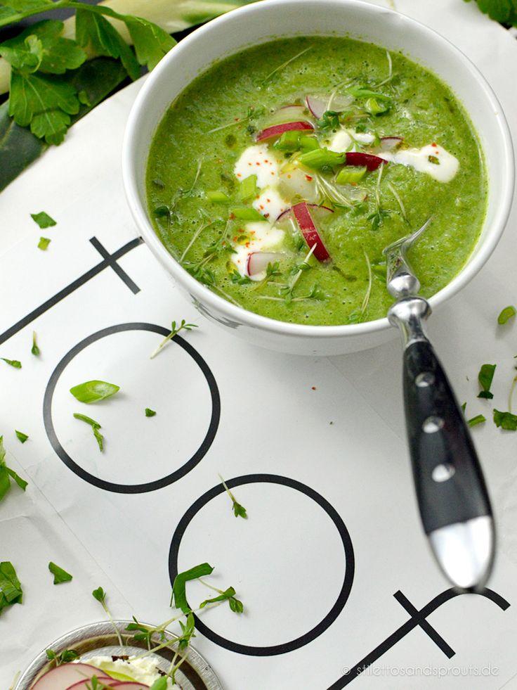 Green Soup: Broccolisuppe mit Mangold und Zitronen-Knoblauch-Joghurt