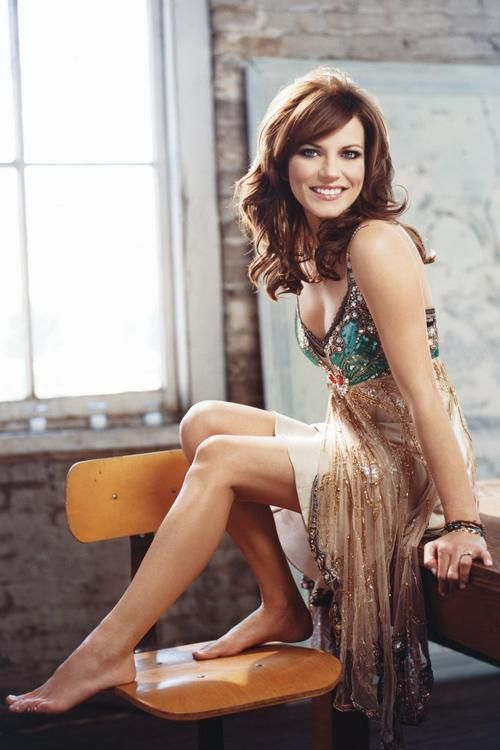 <3 Martina McBride, just saw her at Stagecoach & she got a standing ovation.  Beautiful voice....