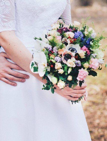 свадебный букет.Гиацинт,анемона,орхидея,роза,гвоздика,лизиантус