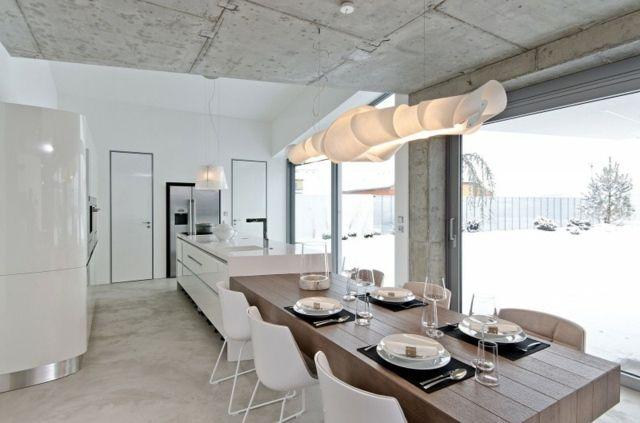 Decke Sichtbeton Platten verkleiden Holz Esstisch Pendelleuchte weiße
