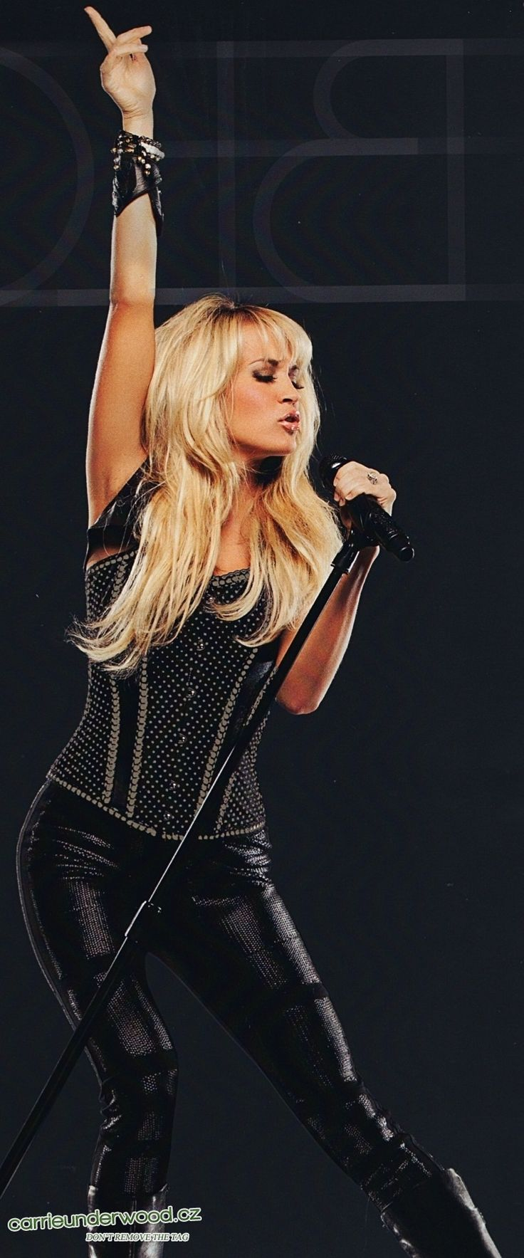 Carrie Underwood is gorgeous!