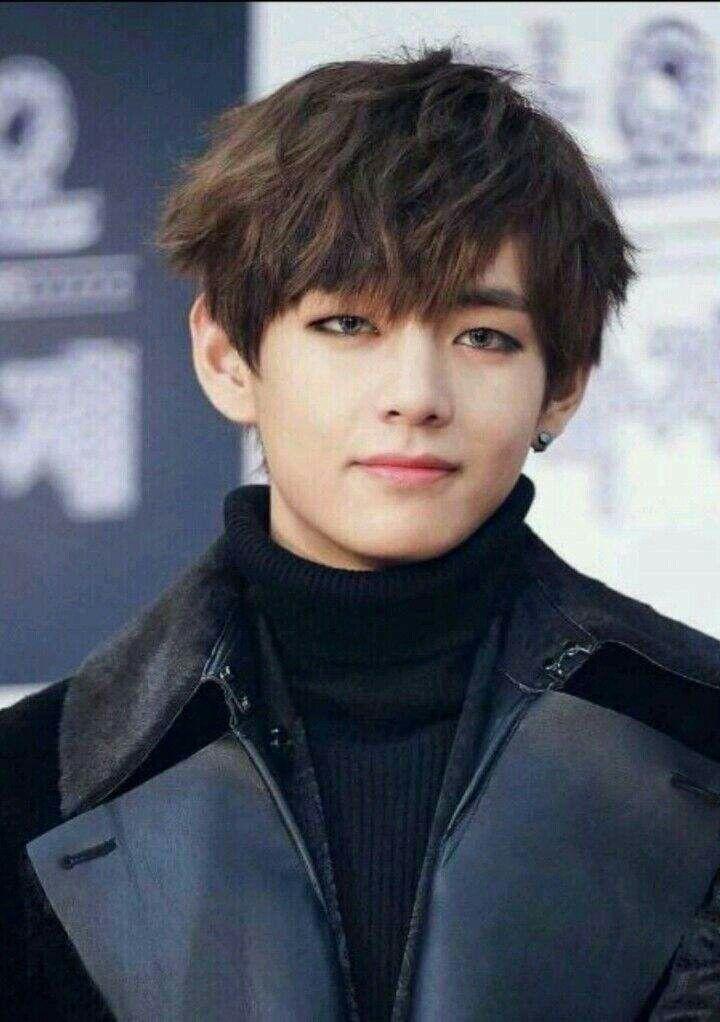 I'm not a huge fan of contacts on Bangtan but damn Taehyung you got it