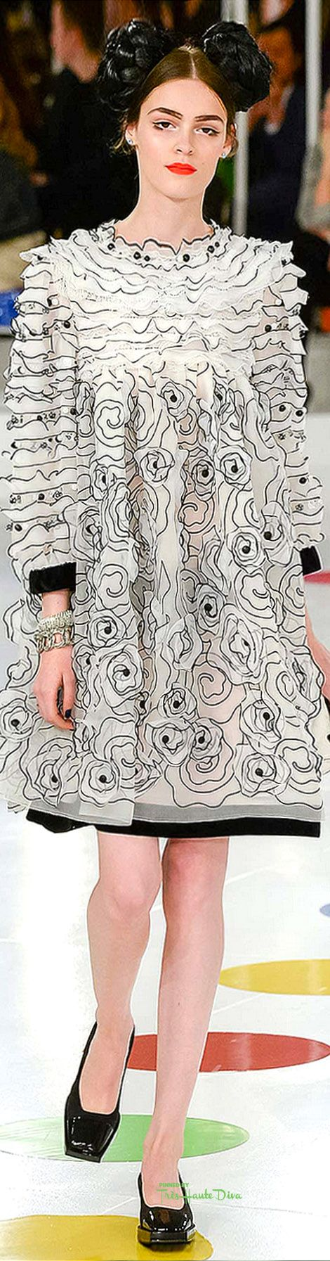 Chanel Cruise 2016 Seoul ♔ Très Haute Diva ♔ ... As if a drawing came alive...