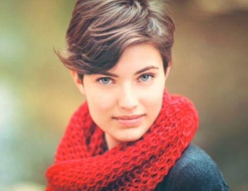Acconciature asimmetriche corte per donne che vogliono essere al passo con la moda   http://www.taglicapellicorti.net/tagli-capelli-corti/acconciature-asimmetriche-corte-per-donne-vogliono-essere-passo-moda/1699/