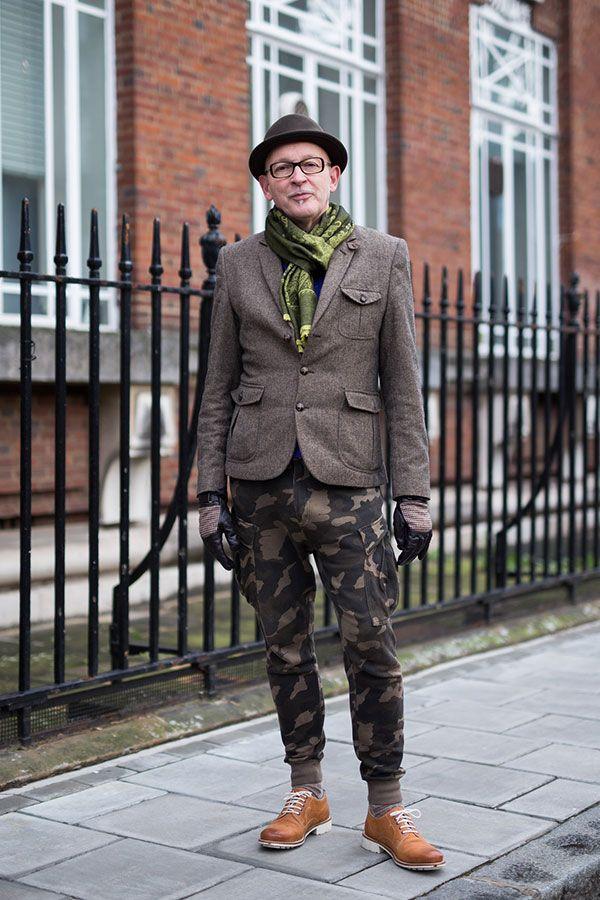 2015-12-23のファッションスナップ。着用アイテム・キーワードは40代~, カーゴパンツ, ドレスシューズ, ハット, マフラー・ストール, メガネ, ワークジャケット,etc. 理想の着こなし・コーディネートがきっとここに。| No:134038