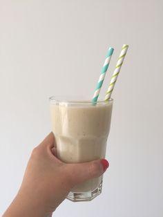 Deze bananen milkshake is skinny en bevat geen suiker, deze kan je dus zonder schuldgevoelens opdrinken.
