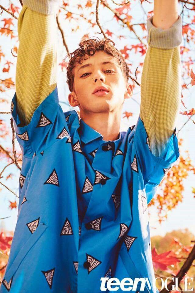 this is one of my favorite photoshoots troye sivan has done, not only is his music unique and amazing, but so is his style.