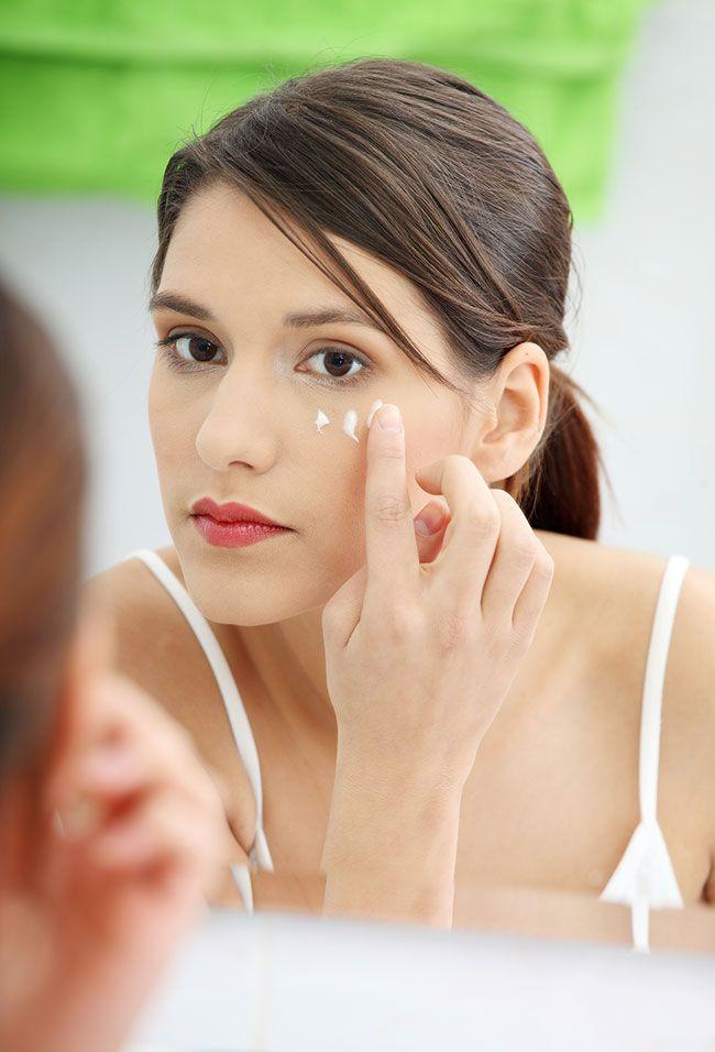 ¿Sabes aplicar correctamente la crema de contorno de ojos?